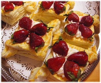 mamabearstrawberryfoodasart.jpg
